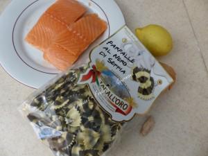 Farfalle encre de seiche et saumon P1040346