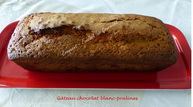 Gâteau chocolat blanc-pralines P1020306