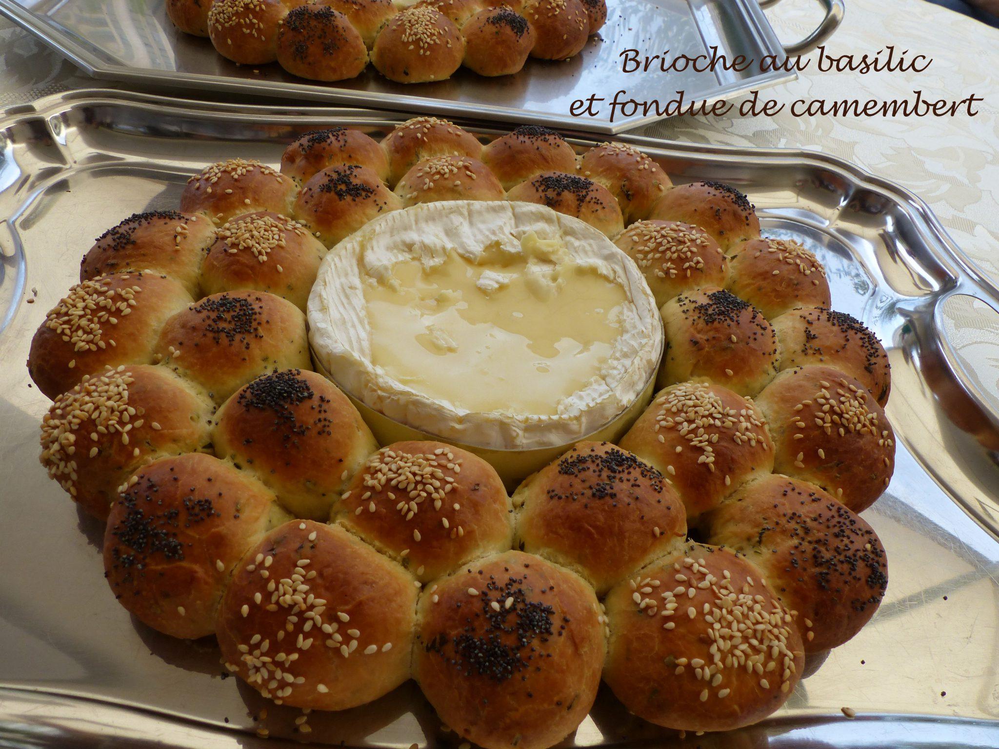 Brioche au basilic et fondue de camembert P1130154 R