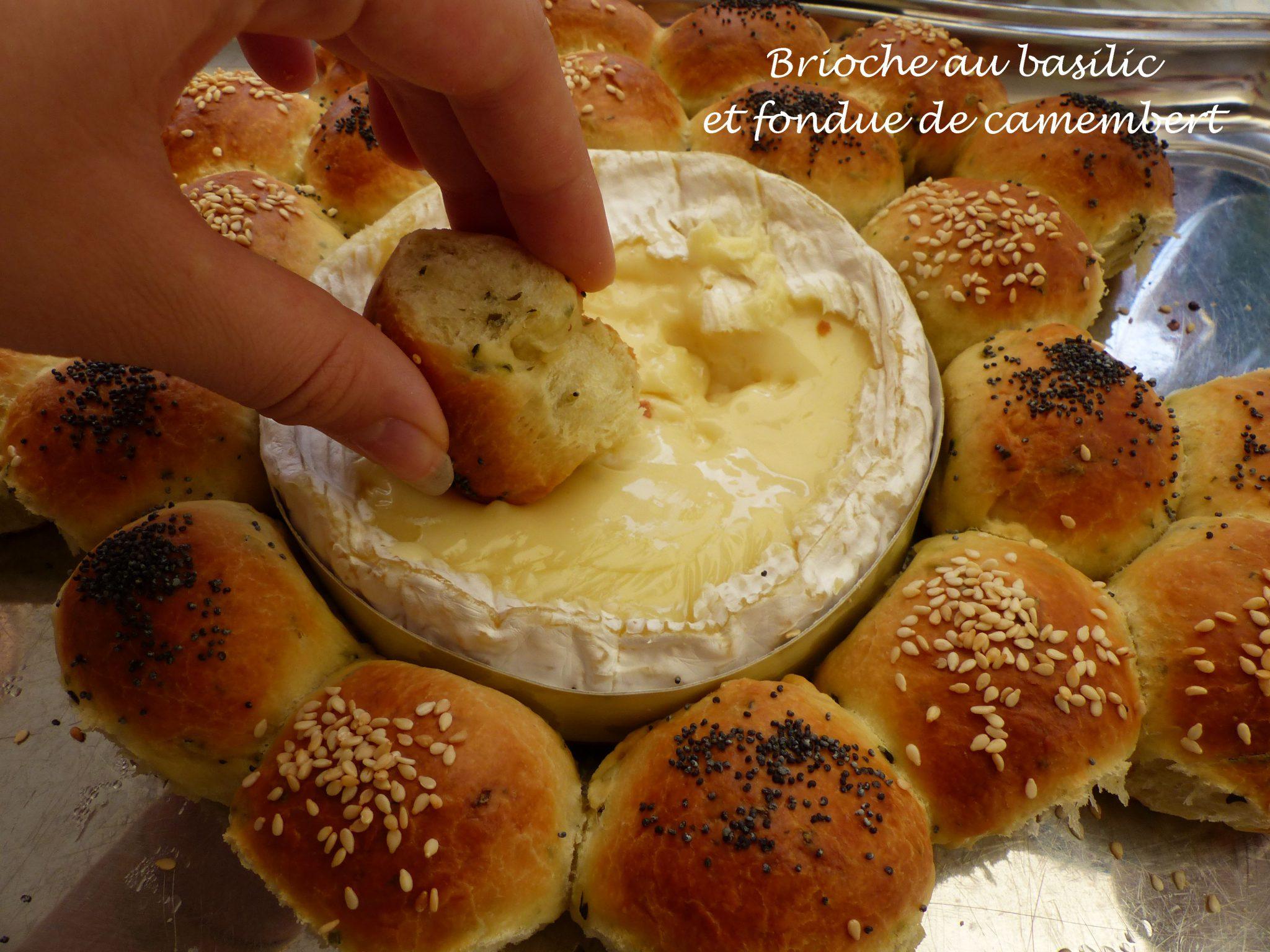 Brioche au basilic et fondue de camembert P1130155 R